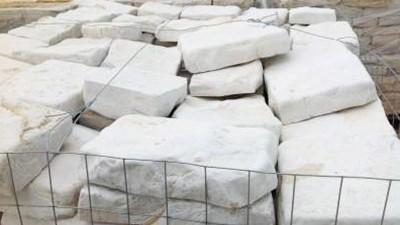 Scorza di cava squadrata, spaccata e anticata in Pietra di Trani